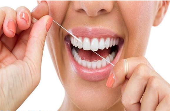 utilizar hilo dental o irrigador bucal