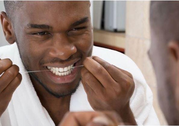 utilizar hilo o irrigador dental