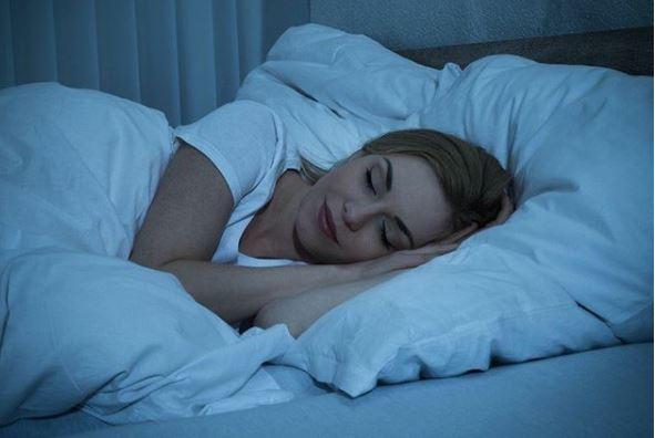 dormir bien para cuidar tu piel