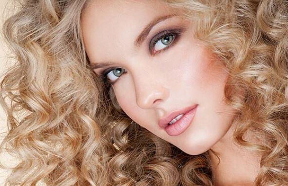 obtener rizos perfectos con una plancha de pelo