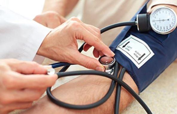 Si la frecuencia cardíaca es normal, ¿puede la presión arterial ser alta?